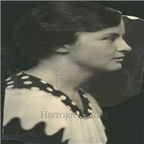 Press Photo Profile Portrait Mrs Roger Mead