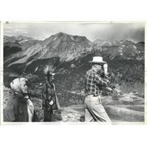 1961 Press Photo Tourists sightseeing in San Juan Basin