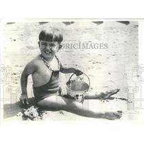 1934 Press Photo Society Child Playing Seashore Italy