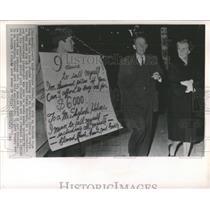 1963 Press Photo Futaro Narumi Tokyo street foreign