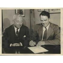 1935 Press Photo Steve O'Neill Signs to Lead Indians for Another Year