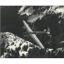 Press Photo N50893 Plane over Mount Rainier, Washington - ftx01683
