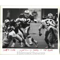 1994 Press Photo Fenerty Running Back New Orleans Saints Avoiding Defenders