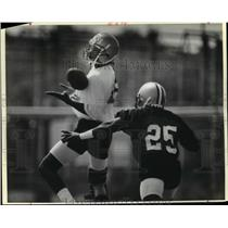 1988 Press Photo New Orleans Saints - Players do drills during practice.