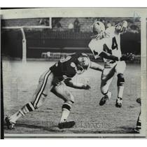 1968 Press Photo New Orleans Saints- Atlanta's Jerry Simmons and Earl Leggett.
