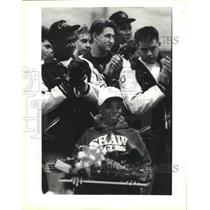 1990 Press Photo Nat Adams Shaw Football Player Paralyzed Welcomed - noa09787