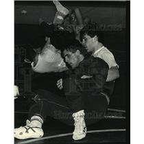 1988 Press Photo Mike Griswold Works out in Preparation For A Wrestling Meet