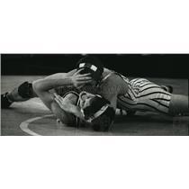 1980 Press Photo Chad Stacy wrestler at Waukesha High School pins Brian Shanning