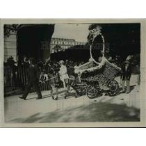 1923 Press Photo Horse Drawn Cart covered in flowers in Nice, France - nef39917