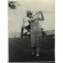 1929 Press Photo Mrs Harley Higbie of Detroit golfs at Del Monte CA course