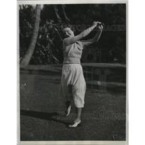 1934 Press Photo Genevieve Kenny golfs at Palm Beach Florida course - net30469