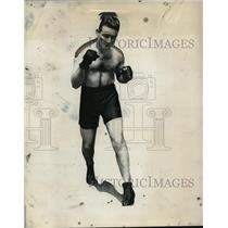 1930 Press Photo Boxer Tommy Freeman in training at a gym - net30041