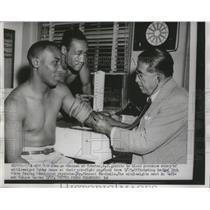 1954 Press Photo George Johnson, Bobby Jones at pre bout check by Dr V Nardiello
