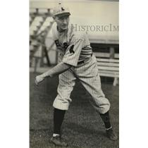 1932 Press Photo Bob Weiland Left Hand Pitcher of Boston Red Sox - nef54568