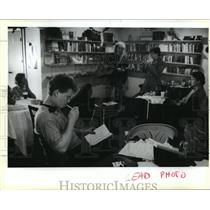 1990 Press Photo Bookstores- Hanging out at the Abstract-