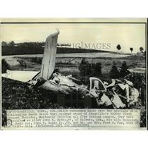 1971 Press Photo Rescueman looks over wreckage of a twin-engine Beech Baron
