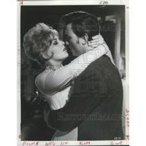 "1964 Press Photo Actors Kim Novak, Laurence Harvey in ""Of Human Bondage"" Movie"