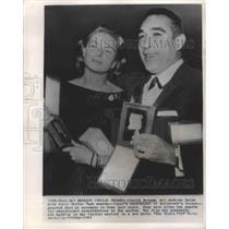 1963 Press Photo Ingrid Bergman, Anthony Quinn Hold Silver Mask Awards