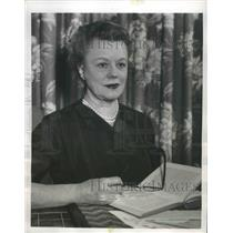 """1955 Press Photo Actress Edna Best Prepares for """"Way of the World"""" TV Series"""