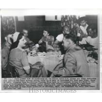 1955 Press Photo US Airmen Korean Prisoners Freed Dine in Tokyo, Japan