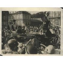 1925 Press Photo King & Queen of Denmark Drive through Copenhagen - ftx01837