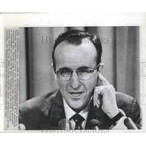 1969 Press Photo Robert MacCrate Pentagon Press Conference on Vietnam Massacre