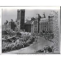 1957 Press Photo Parliament Building, Ottawa, Ontario Crowds for Queen Elizabeth