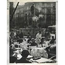 1954 Press Photo Vienna, Austria Coffee House  - ftx02332