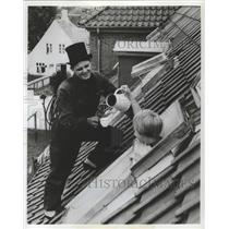 1983 Press Photo Chimney Sweep in Copenhagen, Denmark - ftx02413