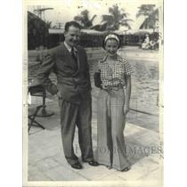 1934 Press Photo Jimmy Mattern, June Grabiner Guests at Roney Plaza Cabana Club