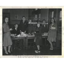 1940 Press Photo Practical Banking Knowledge Pupils