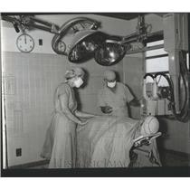 1963 Press Photo Non-Explosive X-Ray Doctors