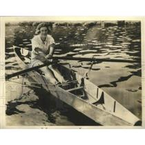 1923 Press Photo Jeanette Osborn in new type of Wherry Boat - sbz01169