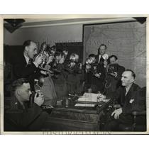 1942 Press Photo New York Eddie Rickenbacker gives press conference NYC