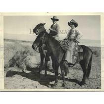 1932 Press Photo Jockey Steve Donaghur on English Race Track with Earl Coffman