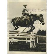 1928 Press Photo Mrs. J. Callahan Remarkable Exhibition of Horsemanship