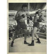 1930 Press Photo Jack De Mave Shows the 5 Blows He Expects to Level Jack Sharkey