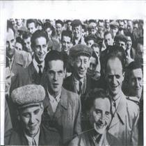 1956 Press Photo Warsaw motor plant crowd workers
