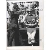 1976 Press Photo Baseball coach, Chuck Brayton talks to Umpire, C.J. Mitchell