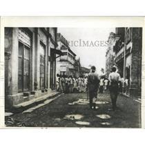 Press Photo Hindu Muslim Rioters Bombay Street India