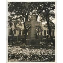 1943 Press Photo Monument in front of Woolworth Store in Mobile, Alabama