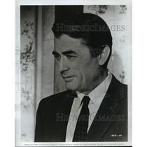 "1963 Press Photo Gregory Peck Plays American Exchange Professor in ""Arabesque"""