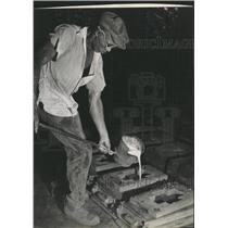 1944 Press Photo St Petersburg Iron works Man Cap Hand