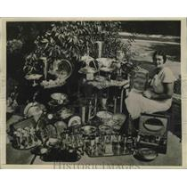 1931 Press Photo Opal S. Hill with Golf Trophies in Kansas City - sbs03988