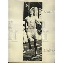 1928 Press Photo Douglas Lowe Won 800-Meter Race in Olympics Game Here Today
