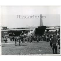 1965 Press Photo C-130 transport plan with crowd - mja61932