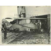 1930 Press Photo Jacob Sellmer & Son Walter Moving 'Swing Wing' Plane to Garage