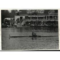 1990 Press Photo Contestant in Head of Charles Regatta Boat Race in Cambridge