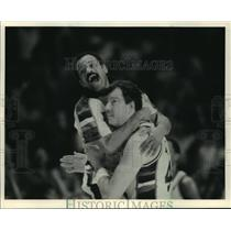1987 Press Photo John Lucas and Paul Mokeski of the Bucks - mja56010