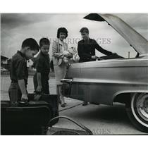1964 Press Photo Mrs. Johnny Logan Prepares for a Trip to Japan - mja56026